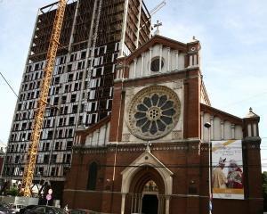 Cathedral Plaza ramane in picioare