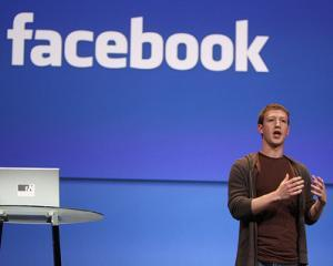 Facebook are 126 milioane utilizatori de pe dispozitive mobile