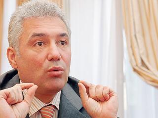 Adriean Videanu: Cei care l-au huiduit pe Basescu au fost manipulati de opozitie