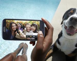 Apple vrea sa interzica 8 telefoane Samsung in SUA