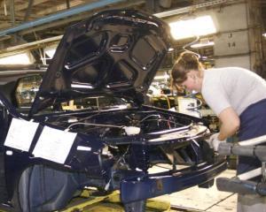 Dacia va opri activitatile de montaj si caroserie intre 22 aprilie si 2 mai