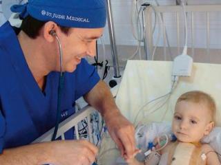 Primul transplant de cord la un copil de trei ani facut in Romania