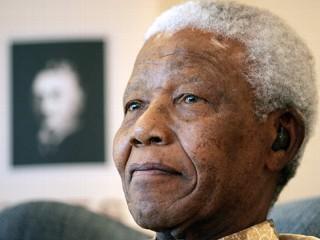 Twitter a anuntat decesul lui Nelson Mandela. Acesta e bine mersi, in vacanta