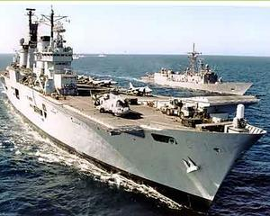 Marina Britanica vinde portavionul HMS Ark Royal, oricui are bani sa-l ia