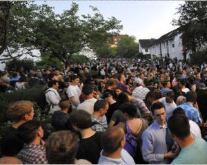 O petrecere anuntata pe Facebook a adunat, in Germania, 1.500 de oaspeti. Multi dintre ei nepoftiti