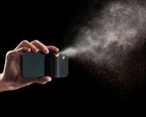Un american a inventat carcasa de iPhone cu spray paralizant incorporat
