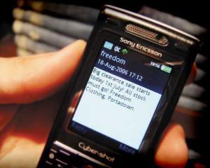 Cat bani poti face dintr-o campanie prin SMS