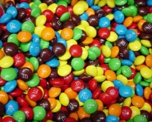 Topul Dulce: Americanii cu bulinele, nemtii cu laptele sau M&M versus Milka