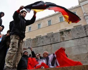 160 de colectori germani de taxe s-au oferit voluntari sa ajute Grecia