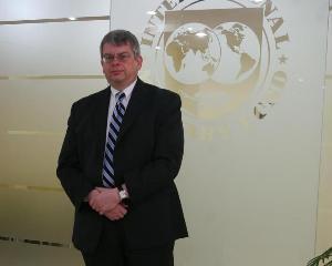 Reprezentantul FMI in Romania se ia de baietii destepti din energie