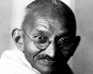 Mahatma Gandhi, intr-o noua biografie: bisexual rasist