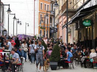 La vara se da liber la promenade in centrul vechi al Bucurestiului