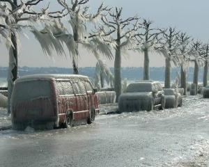 Romania sub cod: ninsori,viscol, ploaie inghetata, autostrazi si drumuri nationale inchise