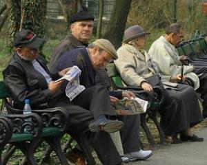 Pensionarii cu gradele 1 si 2 de munca vor beneficia de majorarile de pensii retroactive
