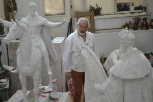 Interviu cu Florin Codre, sculptor: Riscam sa contagiem viitorul generatiilor care vin dupa noi cu handicapul intratabil al umilintei