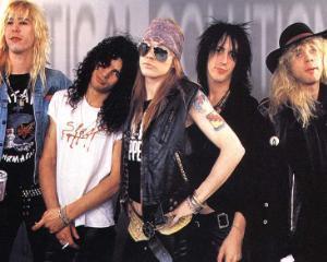 Guns N  Roses interzice fanilor sa poarte tricouri cu Slash