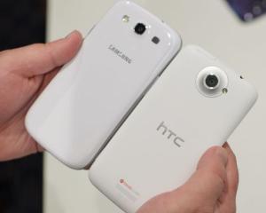 Samsung Galaxy S III sau HTC One X?