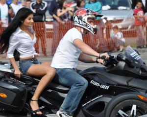 Bucharest Eheels Arena prezinta cea mai mare expozitie auto - moto din Romania