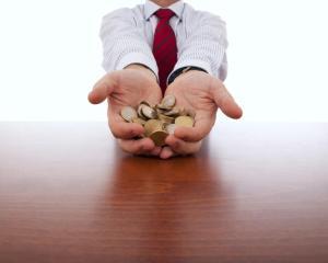 Salariul mediu net a crescut cu 0,3%
