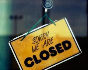 Numarul de companii care si-au suspendat activitatea a scazut cu 72% in prima jumatate a anului. Vezi aici de ce