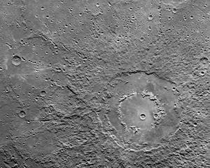 Craterul si prapastiile lui Eminescu