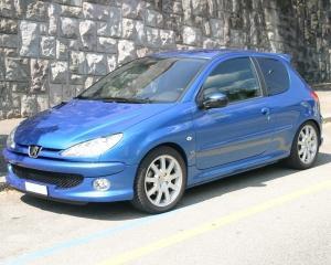 Peugeot disponibilizeaza 8.000 de angajati, pentru a diminua pierderile financiare