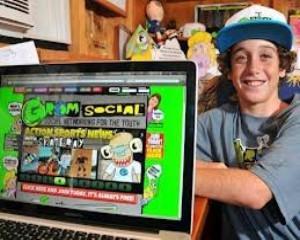 La 12 ani detine o retea sociala