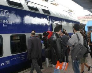 Turistii romani redescopera mersul cu trenul: crestere de 12%, la sfarsit de saptamana