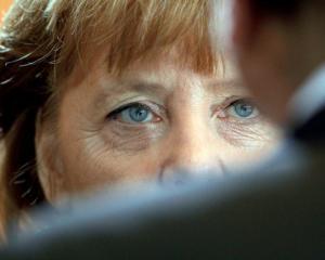 Angela Merkel: O iesire a Greciei din zona euro ar fi o catastrofa