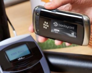 Cardul de credit, transformat in abtibild de Barclaycard