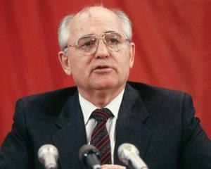 Gorbaciov iese la atac: Rusia mimeaza democratia