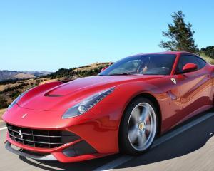 Ferrari aduce in Romania cel mai puternic model, F12
