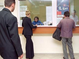 Bancile te taxeaza si cand faci depuneri de numerar la ghiseu. Afla ce spune Protectia Consumatorului