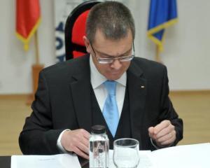 Ungureanu a solicitat finalizarea pana la finele lunii a cererilor de rambursare restante pe fonduri UE