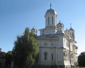 Biserica SRL: 1 euro acatistul, 24 de euro abonamentul lunar