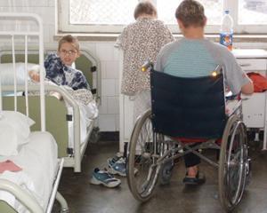Elevii internati mai mult de 4 saptamani vor beneficia de scolarizare in spital