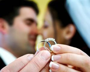 Studiu Reader's Digest: Romanii au cea mai mare incredere in casatorie si pompieri, si cea mai mica in Guvern si politicieni