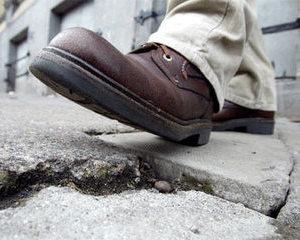 La cat de apasat batem pasul pe loc, trebuie sa schimbam pavajele la fel de repede ca pantofii