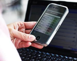 O treime dintre utilizatorii de telefoane inteligente salveaza parole pe acestea