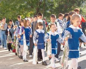 Peste 3.000.000 de elevi incep luni noul an scolar