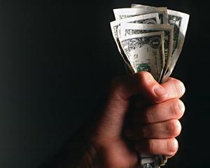 Restantele in lei au scazut cu 2,23%, iar cele in valuta cu 2,85%