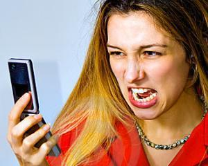 Ramai fara baterie la telefon? Tipa la el