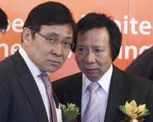 Doi frati din Hong Kong au pierdut 2,3 miliarde de dolari, dupa ce au fost arestati de autoritati