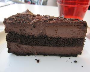 Chinezii au distrus aproape doua tone de tort de ciocolata