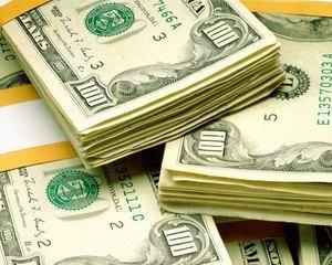 FED a pompat zeci de miliarde in bancile europene