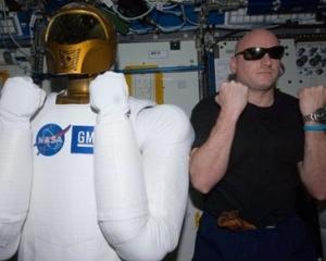 Primul robot astronaut a inceput sa trimita mesaje din spatiu