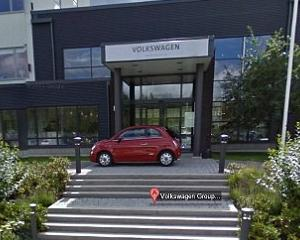 Angajatii Fiat au parcat un model 500 in fata sediului Volkswagen, pentru a fi imortalizat de camerele Google Street View