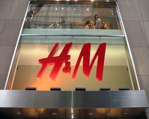 H&M, mai scump in Romania decat in Vest