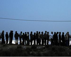 Libia renunta la taxe pentru a marca victoria impotriva rebelilor. Criza umanitara este insa abia la inceput