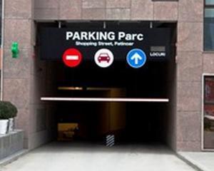 UniCredit Tiriac Bank vinde un loc de parcare pentru 6.400 de euro